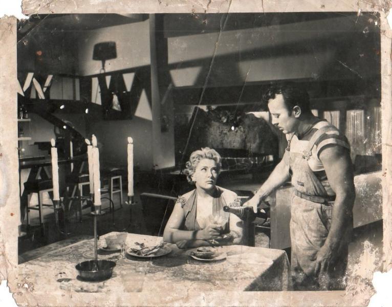 Pinal junto a Pedro Infante en un fotograma de El Inocente (1956)