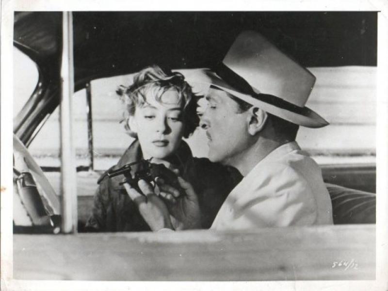 Silvia Pinal junto a Arturo de Córdova en Un extraño en la escalera (1955)
