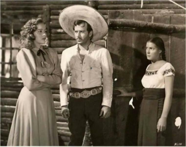 Silvia Pinal junto a Pedro Infante y Blanca Estela Pavón en La mujer que yo perdí (1949)