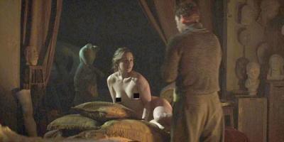 Emilia Clarke se vuelve a desnudar en su nueva película