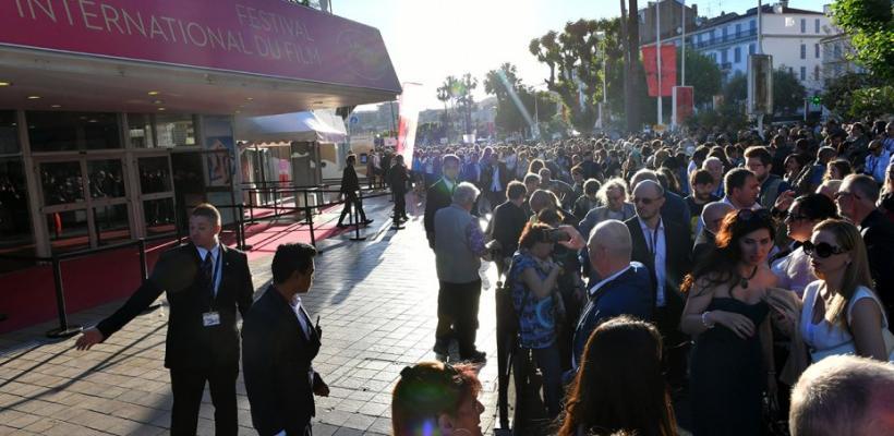 Evacúan cine en Cannes por amenaza de bomba