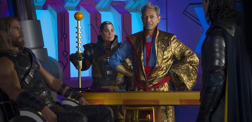 Thor: Ragnarok: Taika Waititi presenta un cómico detrás de cámaras