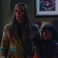 Krampus: Maldita Navidad - Toni Collette y Emjay Anthony