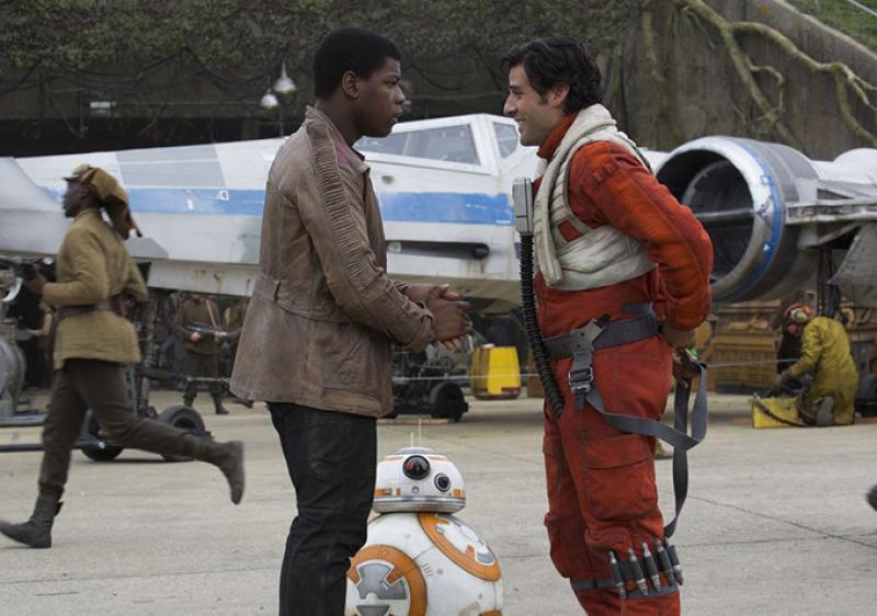 Finn y Poe tienen una conversación antes de ir a la batalla