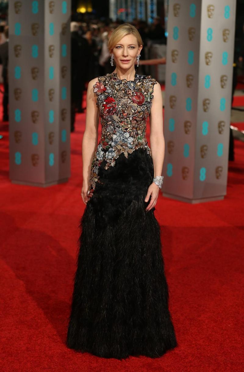 Cate Blanchet, nominada a Mejor Actriz, se luce en la alfombra