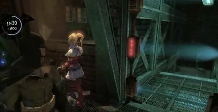 Batman: Arkham Asylum: Harley Queen enseña que hay debajo de su falda