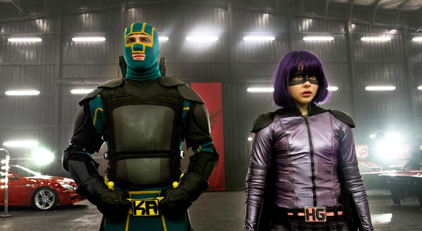 Hit-Girl es un personaje fuerte y su presencia en la cinta es bienvenido, al igual que los improperios que lanza en todo momento