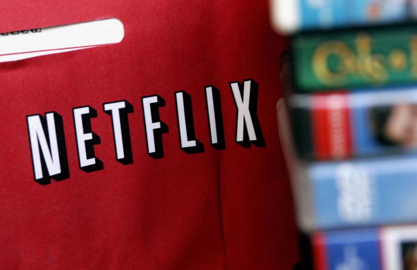 A pesar de las desventajas que imponen los límites de conexión de Internet, Netflix ofrece ventajas sobre los servicios de televisión por cable, pues un mes de renta tiene el mismo precio de contratar un paquete extra para ver películas de estreno