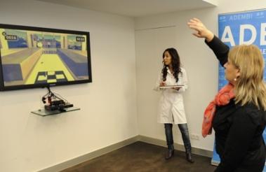 Por medio de registro de siluetas que no violan la privacidad, la universidad de Missouri-Columbia experimenta con las ventajas de Kinect para la asistencia de personas de la tercera edad, dando aviso a los enfermeros de un asilo si un residente tropieza y se lastima