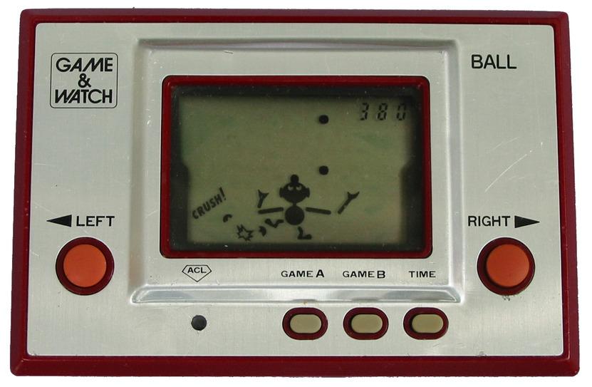 Las 2 barras verticales a los lados de la pantalla de Ball, el primer Game & Watch, ocultaban cables que no cupieron en el aparato