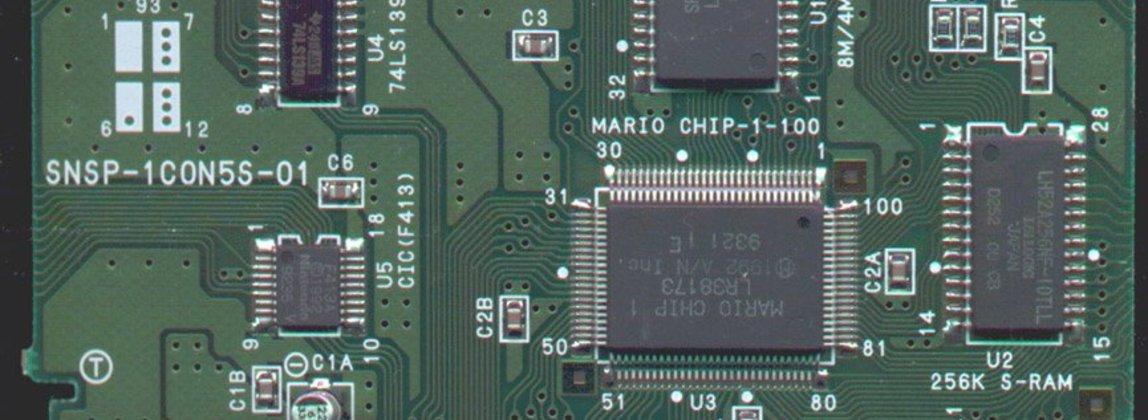 """Placa de circuitos del cartucho de Star Fox. El chip Super FX venía etiquetado como """"MARIO CHIP 1"""" en los juegos del primer embarque"""