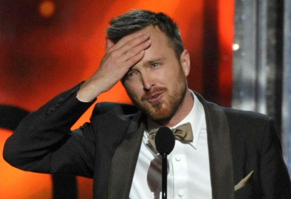 Aaron Paul durante el emotivo recibimiento de su segundo Emmy