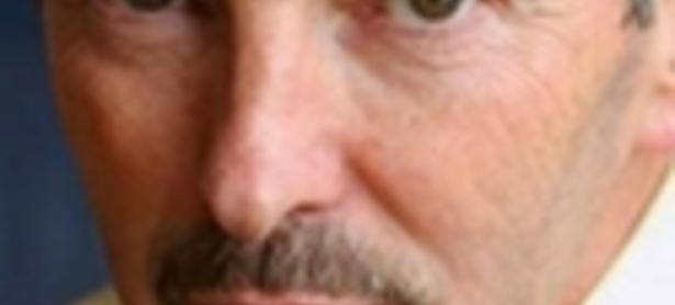 Peter Moore defiende a John Riccitiello de la prensa
