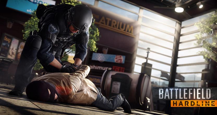 Hay ataque melé en Hardline. Los policías usan su macana y arrestan a los criminales, y los ladrones portan un bate de béisbol