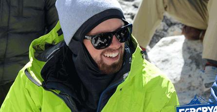 Usuario juega <em>Far Cry 4</em> en el monte Everest