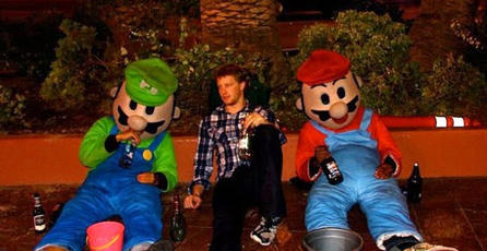 Jóvenes ebrios disfrazados de Mario y Luigi causaron problemas en Cambridge