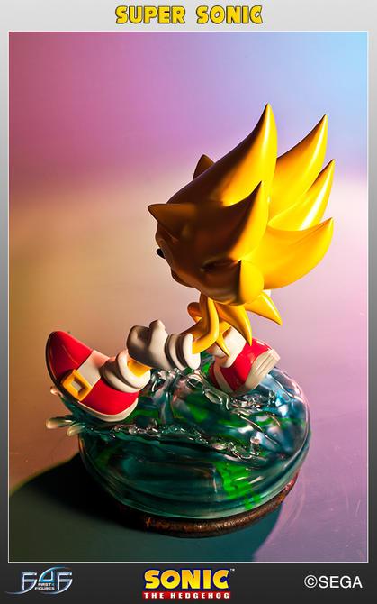 Figura de Sonic dorado