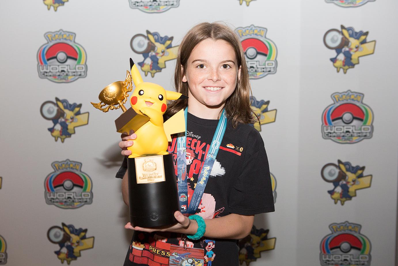 Rowan Stavenow (Canadá) la campeona de la división Junior en Pokémon Trading Card Game