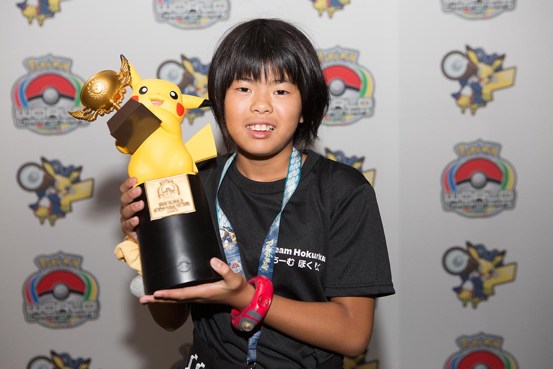Kotone Yasue (Japón) el ganador de la división Junior en Pokémon Video Game