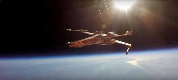 Fanáticos de <em>Star Wars</em> envían nave X-Wing a la estratósfera