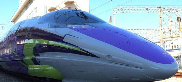 Japón: Trenes bala de <em>Evangelion</em> son una realidad