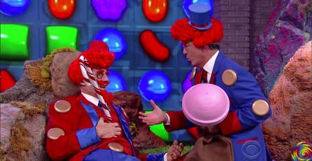 Stephen Colbert y Liam Neeson explican la compra de <em>Candy Crush</em>