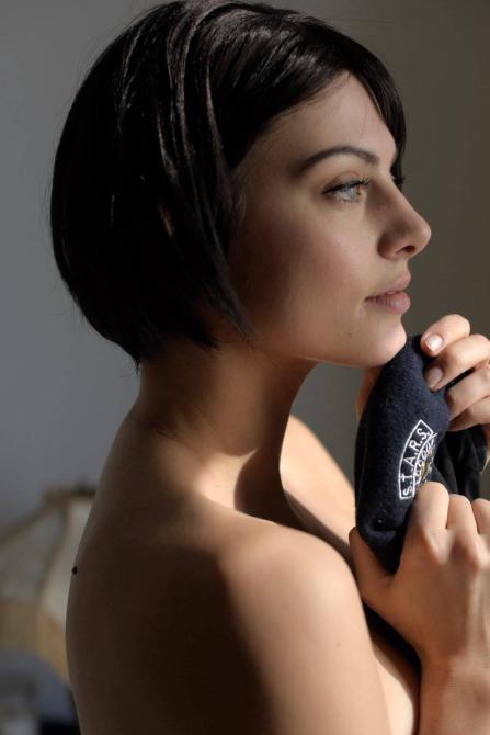 Julia Voth: sexy cosplay de Jill Valentine