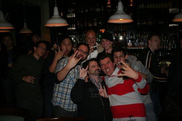 Jadw y Gargamel en la fiesta con Tim Schafer