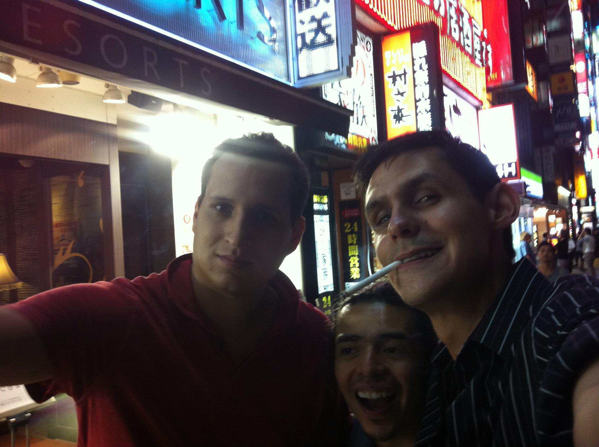 Mefisto, Densho y Gargamel en las calles de Tokio