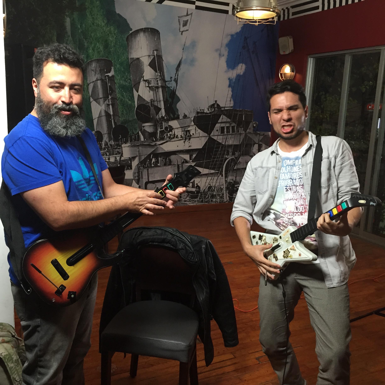 Rodogonio aprendiendo a rockear con Molotov