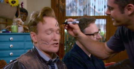 Conan O'Brien apesta en <em>Mario Kart 8</em> y termina con penes dibujados en su cara