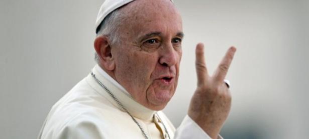 Papa Francisco llama a los jóvenes a <em>&quot;no refugiarse en los videojuegos&quot;</em>