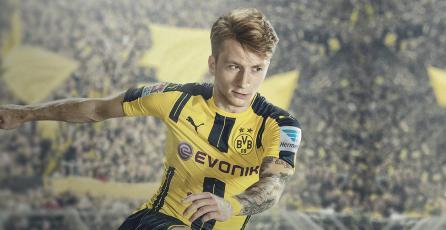 <em>FIFA 17</em>