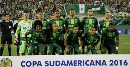 <em>FIFA 17</em> rinde tributo a equipo Chapecoense tras tragedia aérea