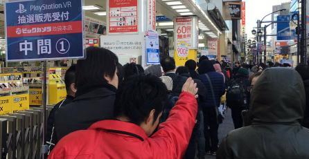 Cientos de personas hacen fila en Japón por un PlayStation VR