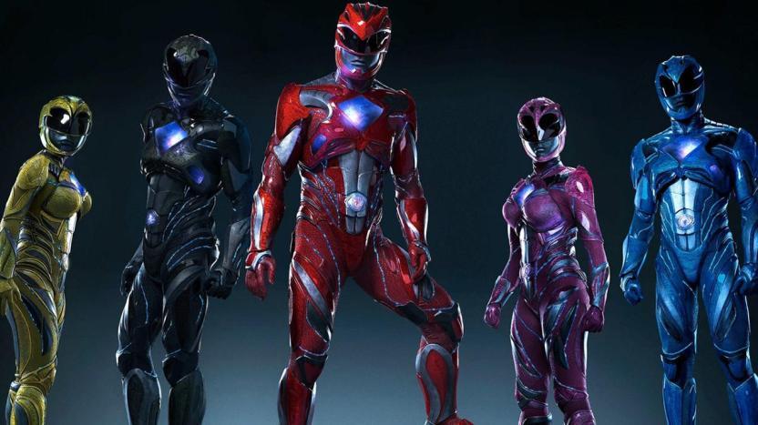 Arriba, los trajes de los Power Rangers. Abajo, los Final Fantasy XV... ¿o es al revés?
