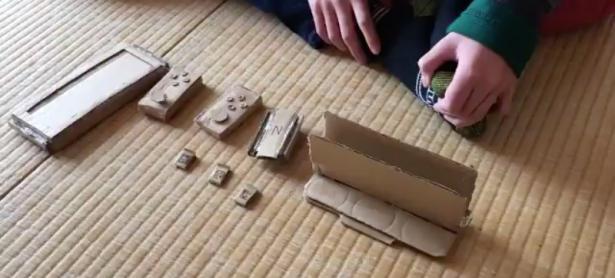 Niño crea una Nintendo Switch con pedazos de cartón al no tener dinero para comprarla