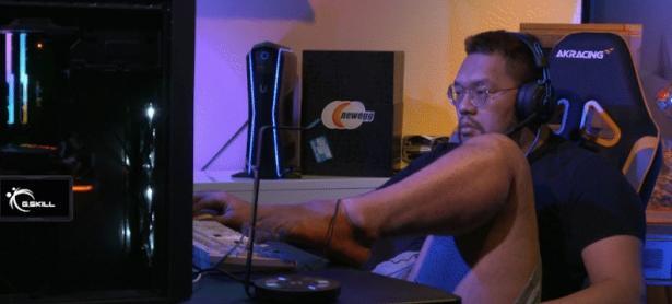 Jugador de <em>StarCraft</em> gana torneo usando el pie y tomando una siesta