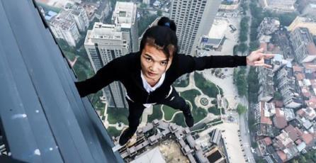 Chino que escalaba altos edificios filma su propia muerte