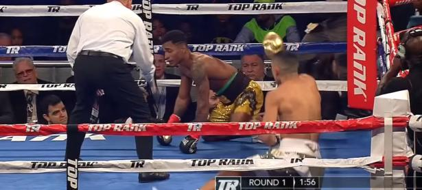 Boxeador humilla y celebra nocaut a contrincante con baile de Fortnite