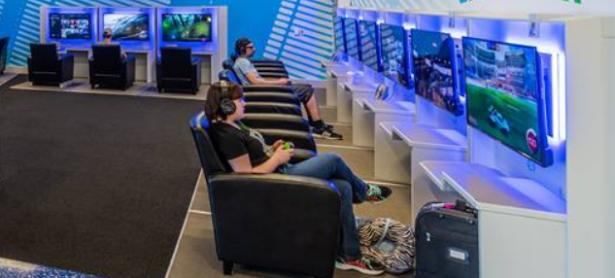 Aeropuertos estrenan salones de videojuegos para esperar los vuelos sin aburrirse