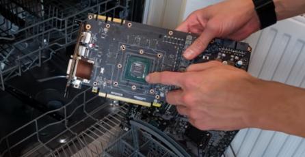Profesional del overclocking enseña cómo lavar las partes del PC en un lavavajillas