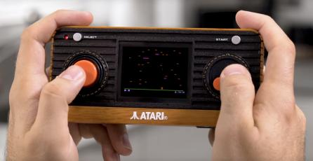 Atari presenta su consola retro portátil y un control que se conecta directo a la TV