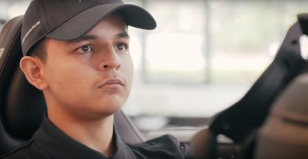 Chileno de 19 años se gana la vida como profesional de Fórmula 1 Virtual en Inglaterra
