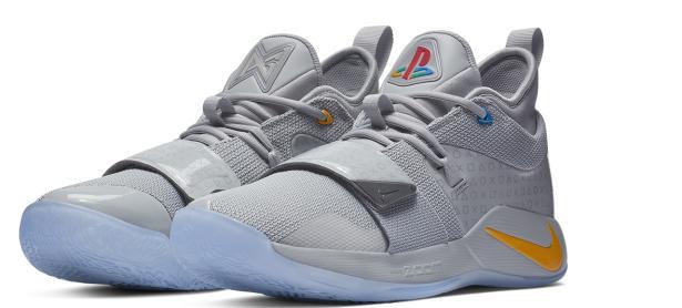 Sé la envidia de todos con los nuevos zapatos de PlayStation