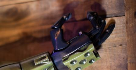 Crean increíble brazo prostético del Master Chief de <em>Halo</em>