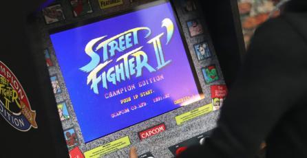 Presentan réplica miniatura del arcade de <em>Street Fighter II: Champion Edition</em>