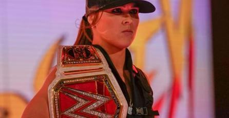 Ronda Rousey sube al ring de la WWE con atuendo de Sonya Blade