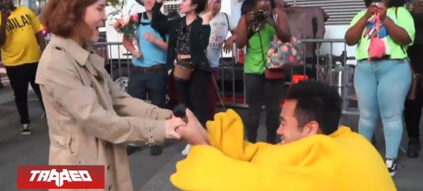 Sujeto pidió matrimonio disfrazado de Pikachu en pleno Times Square
