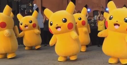 Mamás fanáticas de <em>Pokémon </em>desfilaron y bailaron en un carnaval mexicano